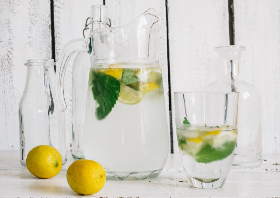 Lemon Ice Water Refreshes You In The Morning