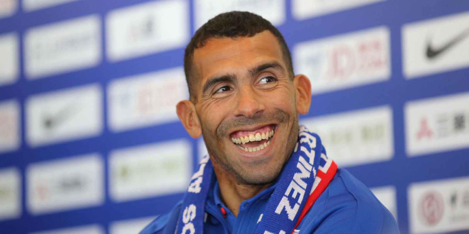 Carlos Tevez Disneyland China
