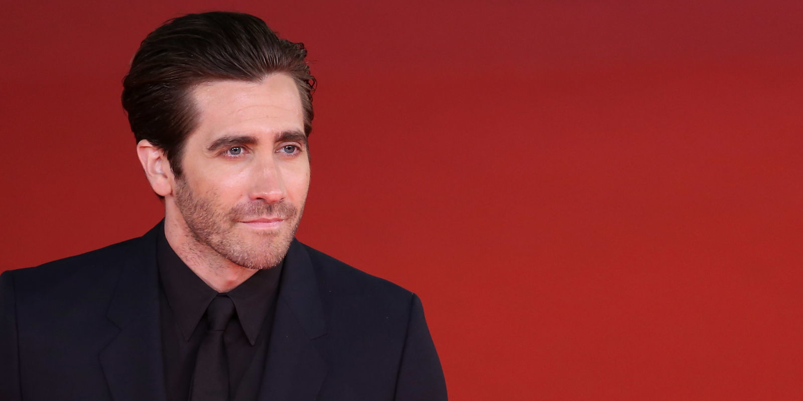mentally dating jake gyllenhaal shirt Jake gyllenhaal is the hot new star of the eternity calvin klein fragrance ads, and you can get your first look here how can someone look so sexy in a simple white t-shirt.